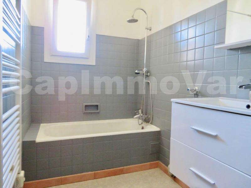 Rental apartment Le beausset 660€ CC - Picture 5