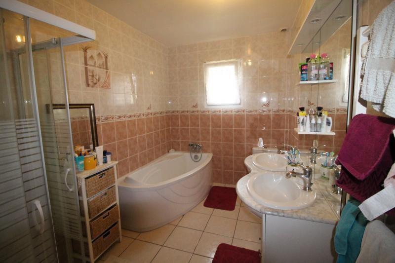 Vente maison / villa Les abrets 210000€ - Photo 4