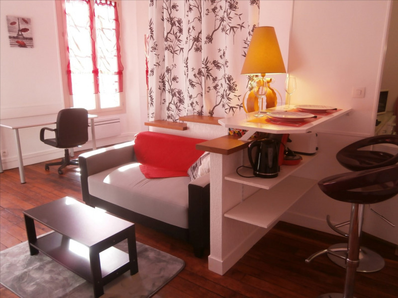 Furnished 1 bedroom flat in charming building close to campus.