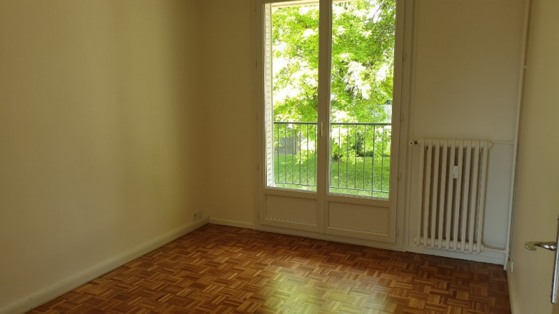 Rental apartment Montfort l amaury 1280€ CC - Picture 9