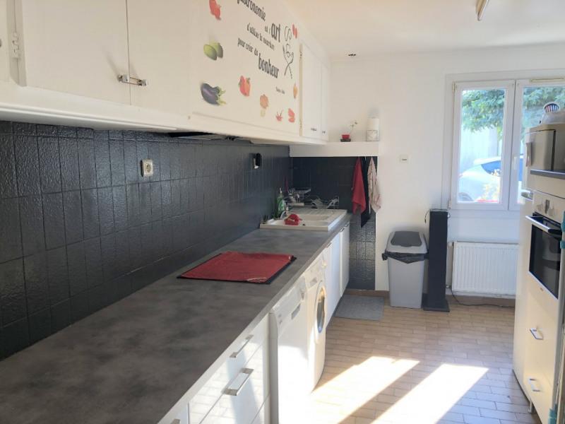 Rental apartment Les milles 899€ CC - Picture 2