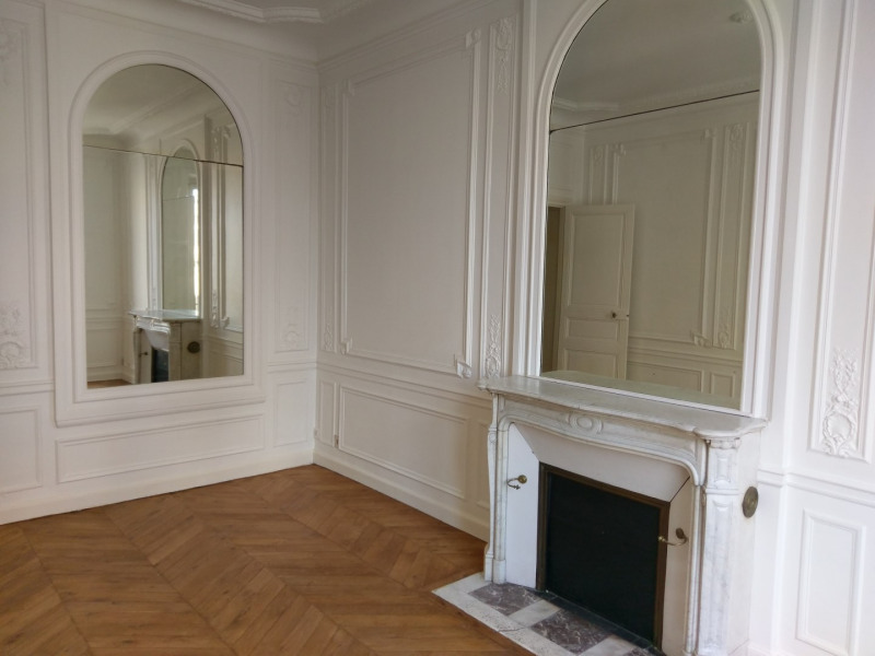 Location appartement Paris 8ème 3 966,80€ CC - Photo 5