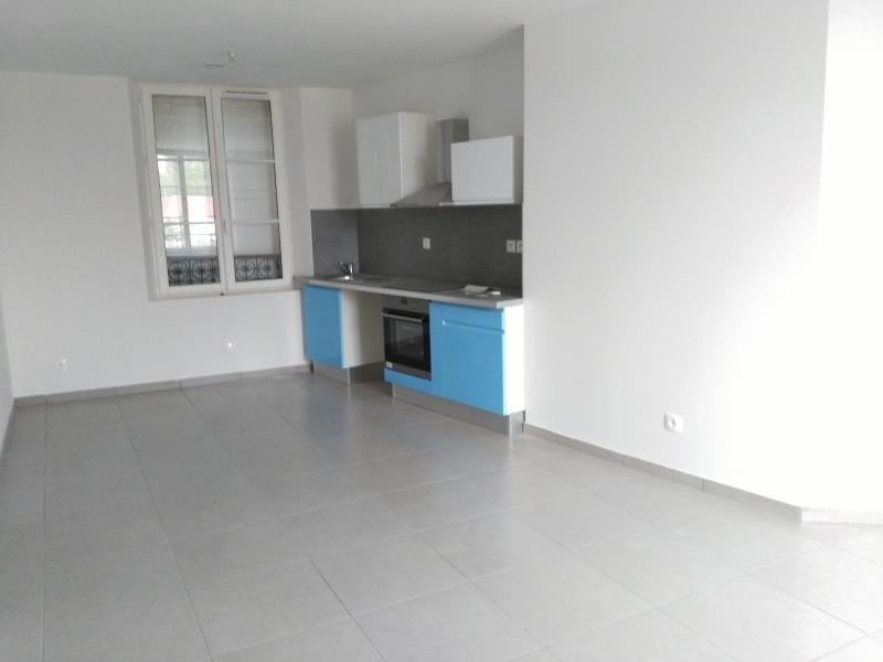 Location appartement Henonville 820€ CC - Photo 1