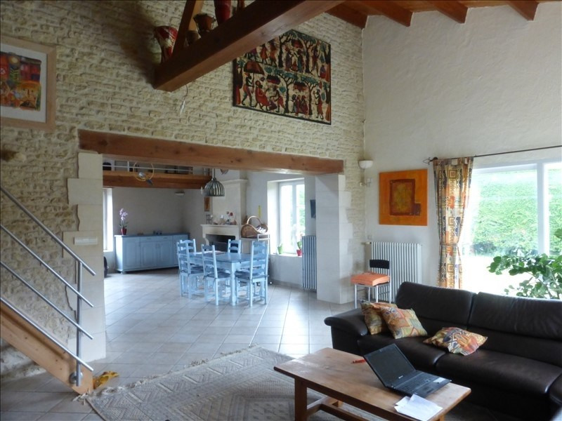 Deluxe sale house / villa Genouille 305 000€ - Picture 4