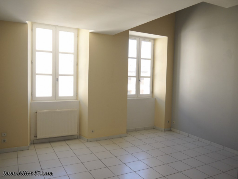 Rental apartment Montpezat 300€ CC - Picture 3