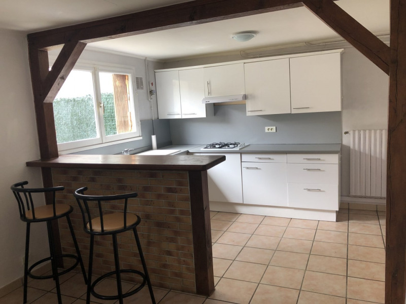 Location appartement La ville du bois 865€ CC - Photo 1