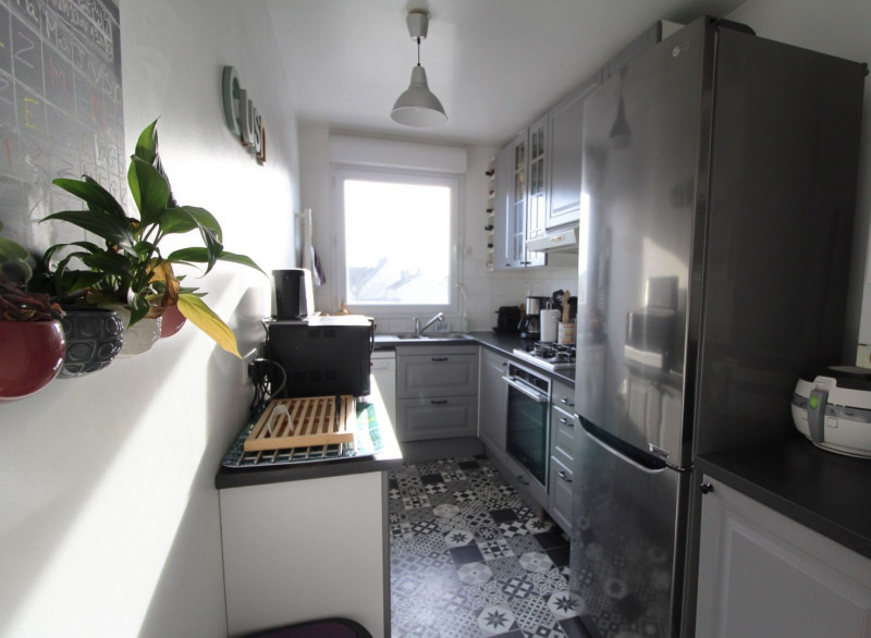 Sale apartment Maurepas 211000€ - Picture 3
