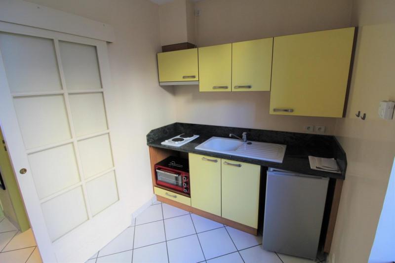 Locação apartamento Voiron 395€ CC - Fotografia 3