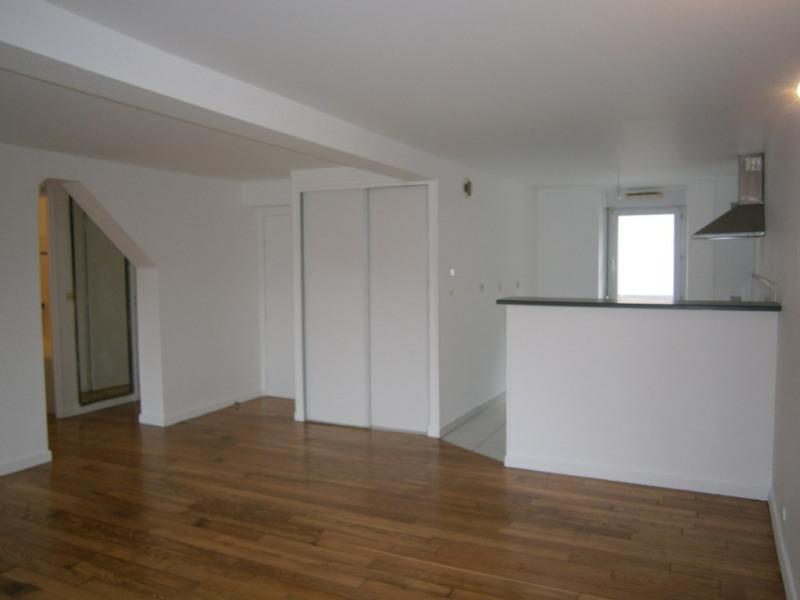 Sale apartment Buc 225000€ - Picture 2