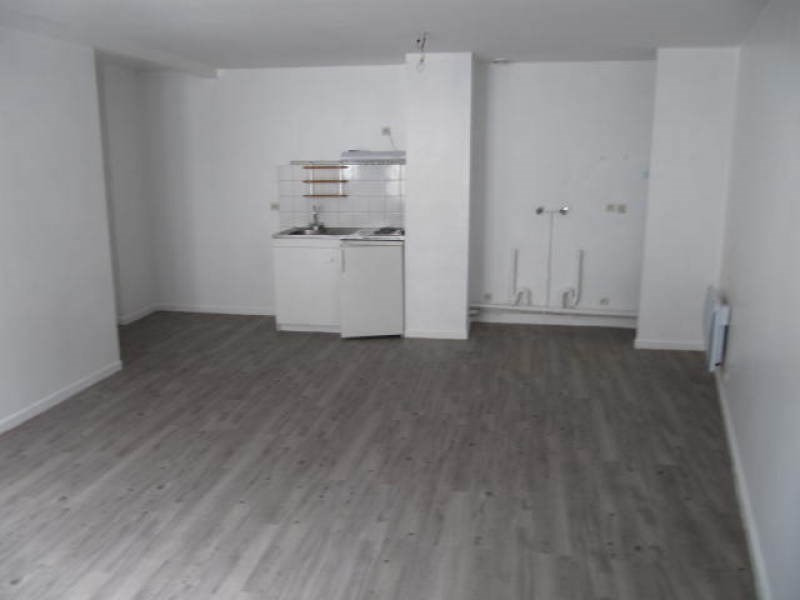 Rental apartment Saint vrain 671€ CC - Picture 1