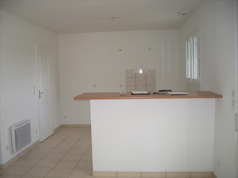 Location maison / villa St andre de cubzac 818€ CC - Photo 4