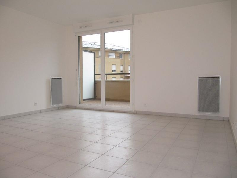 Rental apartment Osny 902€ CC - Picture 2