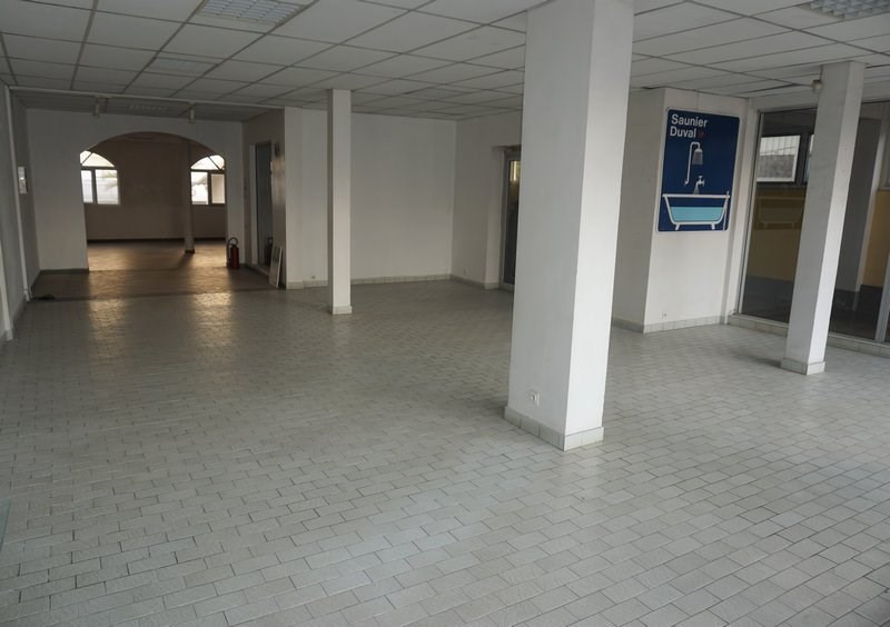 Location local commercial St denis 3400€ CC - Photo 5