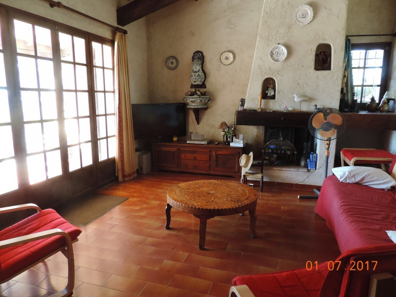Vacation rental house / villa Les issambres 915€ - Picture 2