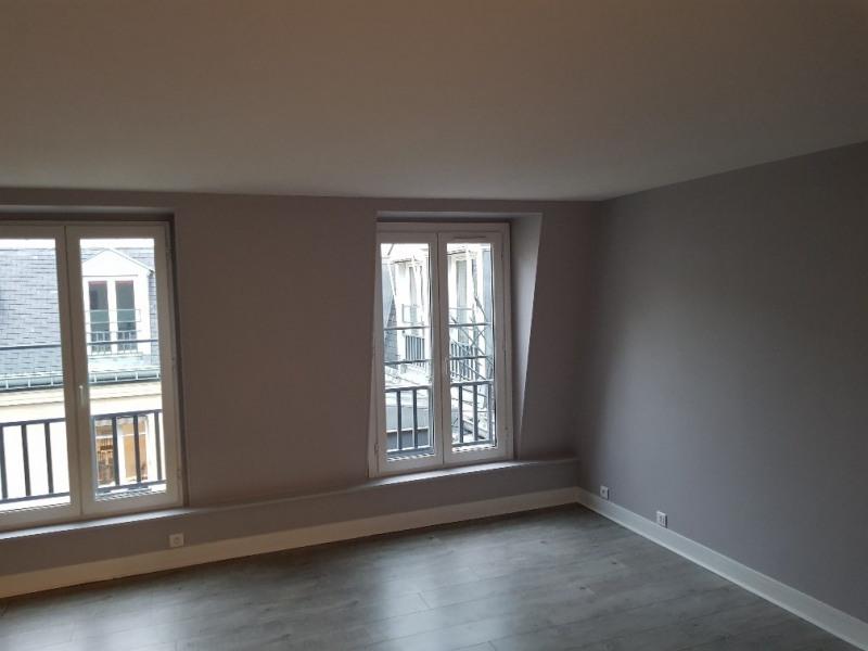 Location appartement Paris 9ème 2050€ CC - Photo 2