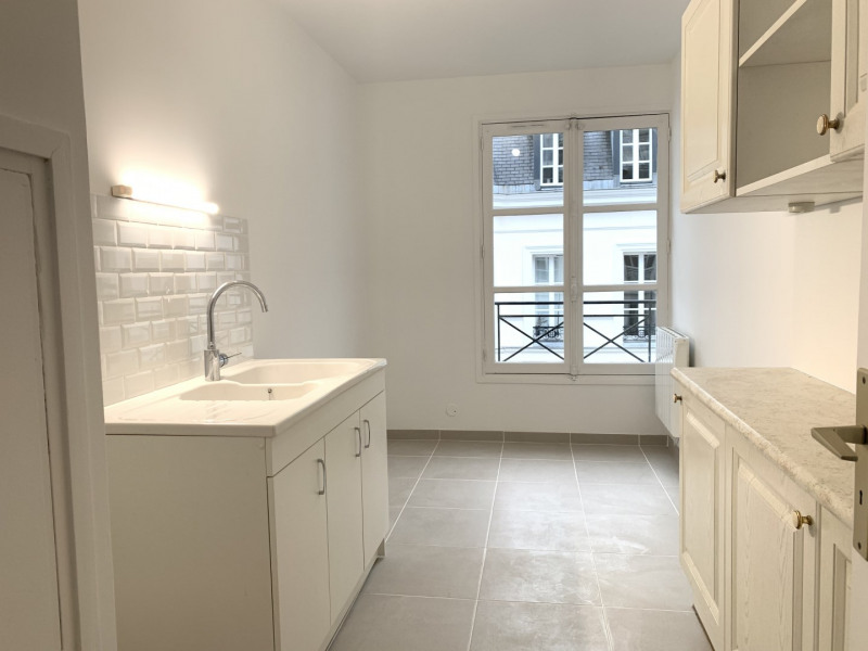 Location appartement Paris 7ème 3 490€ CC - Photo 4