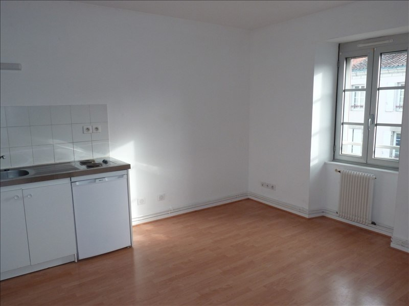 Rental apartment La roche sur yon 391€ CC - Picture 1