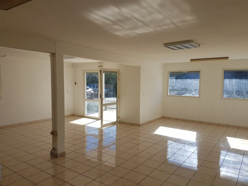 Location local commercial Le quatorzieme 1 050€ CC - Photo 1