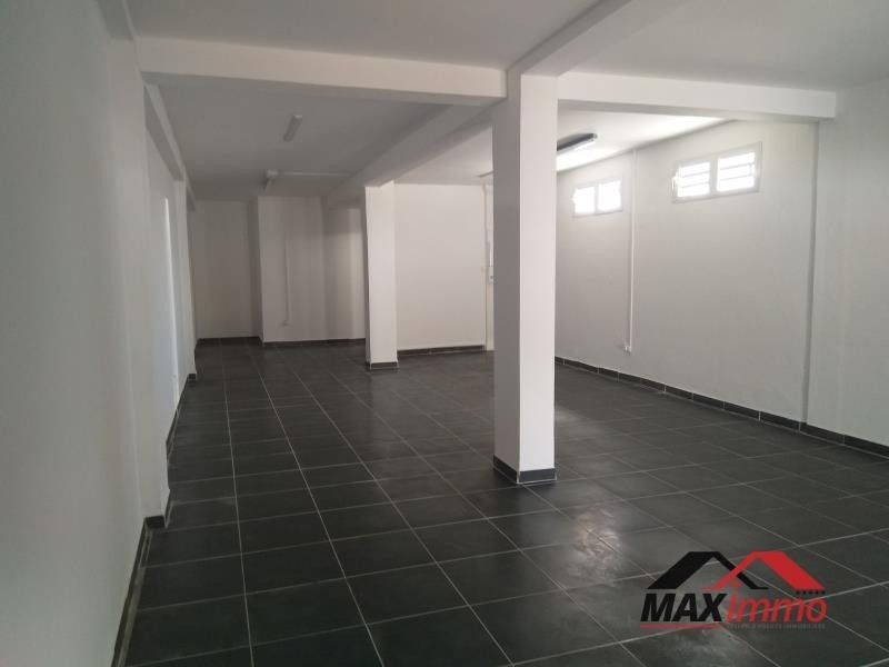 Location local commercial Le tampon 1040€ HT/HC - Photo 2