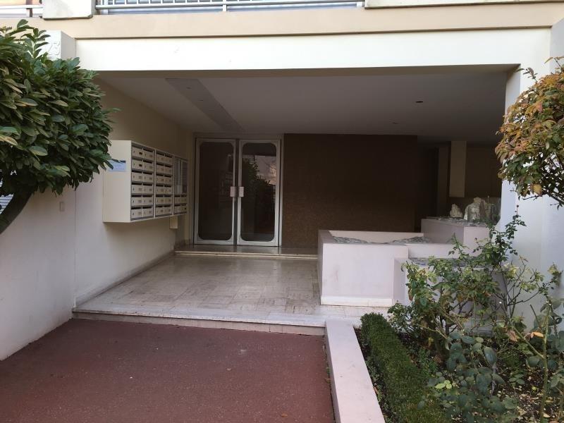 Location appartement Asnieres sur seine 895€ CC - Photo 1