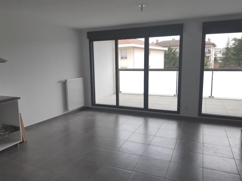 Location appartement Villefranche sur saone 750€ CC - Photo 3