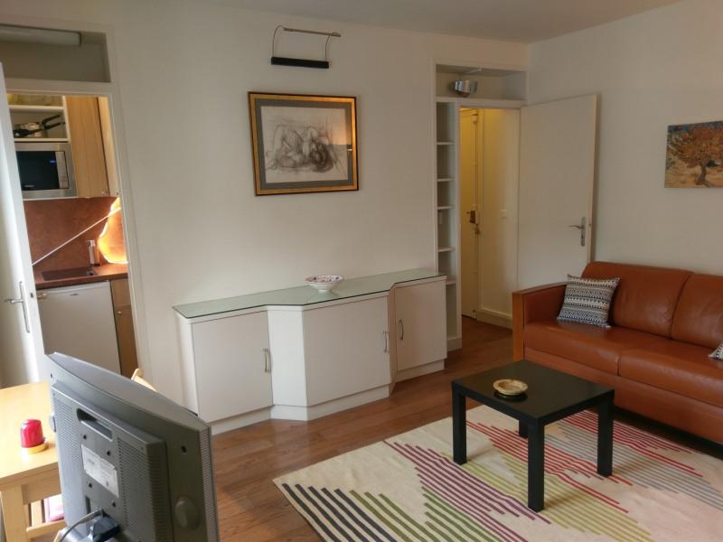 Rental apartment Paris 7ème 1350€ CC - Picture 1