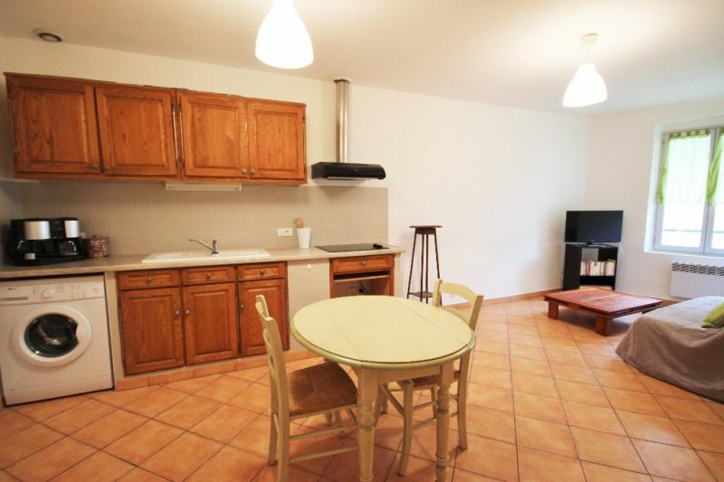 Locação apartamento Lambesc 680€ CC - Fotografia 1