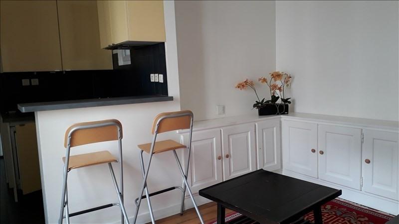 Rental apartment Paris 18ème 920€ CC - Picture 2