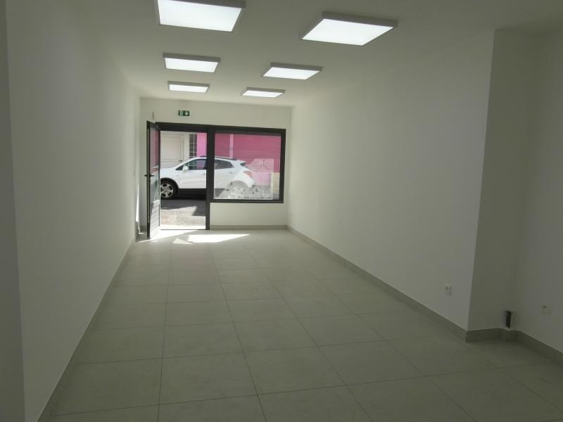 Location local commercial St denis 1 450€ HT/HC - Photo 2