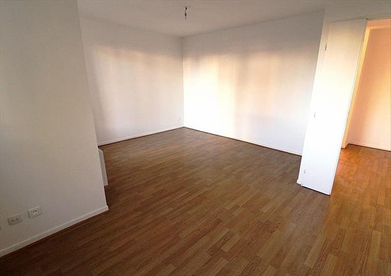 Location appartement Montigny le bretonneux 943€ CC - Photo 2