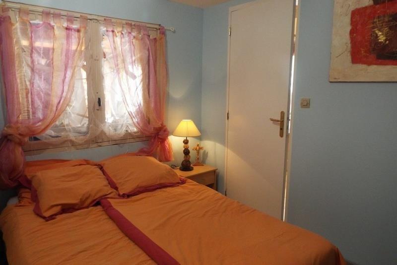 Sale house / villa St seurin sur l isle 178900€ - Picture 5