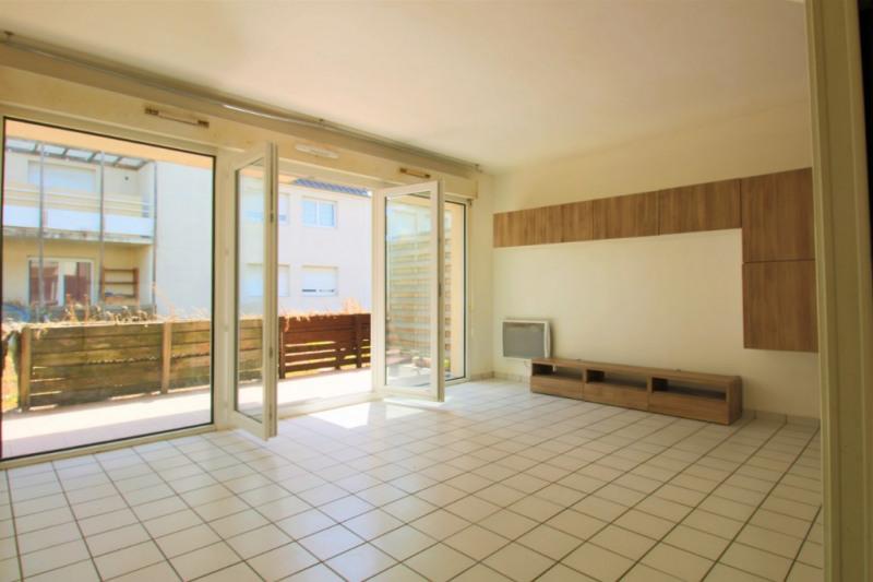 Studio avec terrasse proche RER A et commerces