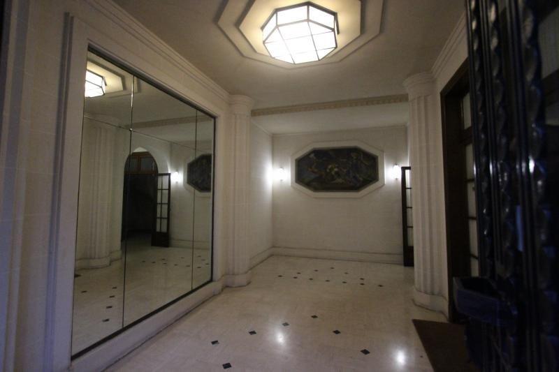 Vente de prestige appartement Paris 11ème 1399000€ - Photo 2