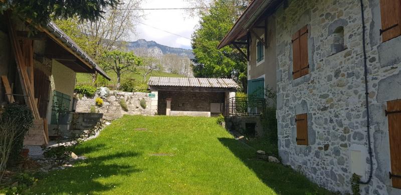 Ancienne maison en pierres rénovée avec cave et jardin attenant