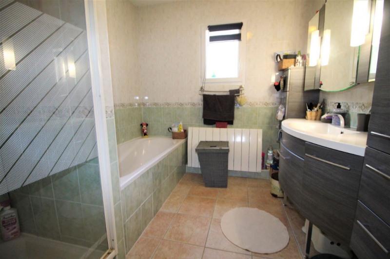Sale house / villa Saint laurent du var 446000€ - Picture 8
