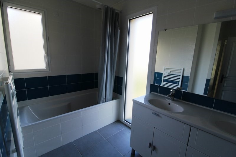 Rental house / villa Le mesnil st denis 1 572€ CC - Picture 9