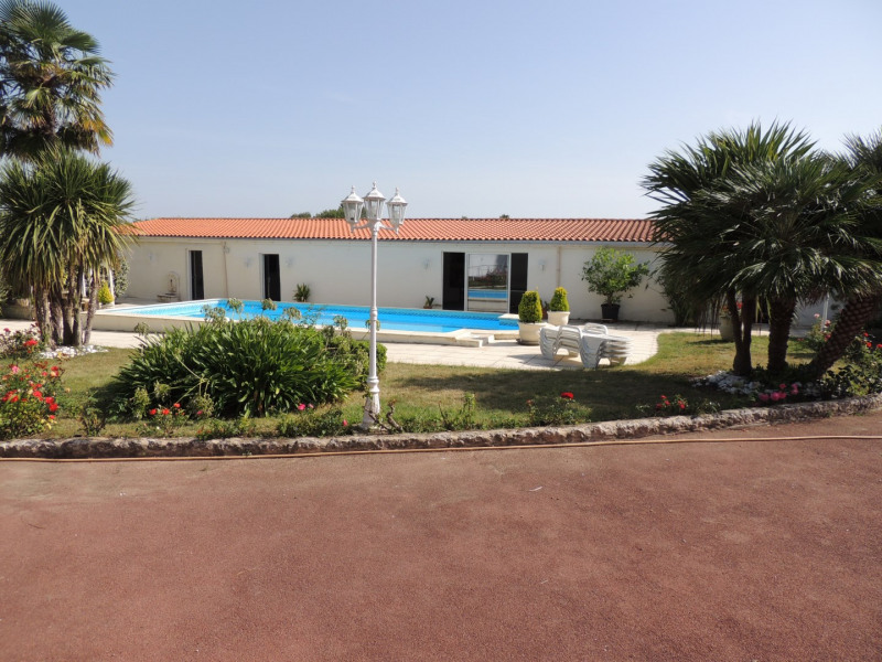 Vacation rental house / villa Saint romain de benet 3 980€ - Picture 11