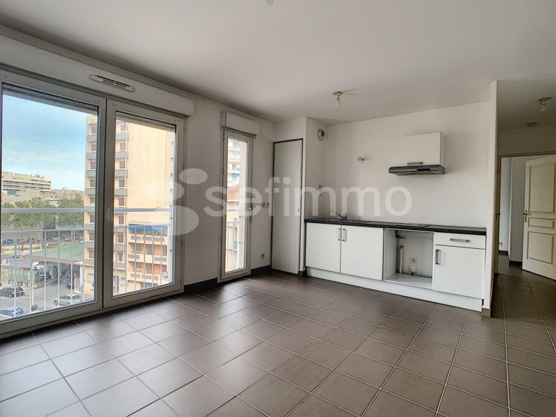 Location appartement Marseille 5ème 697€ CC - Photo 1
