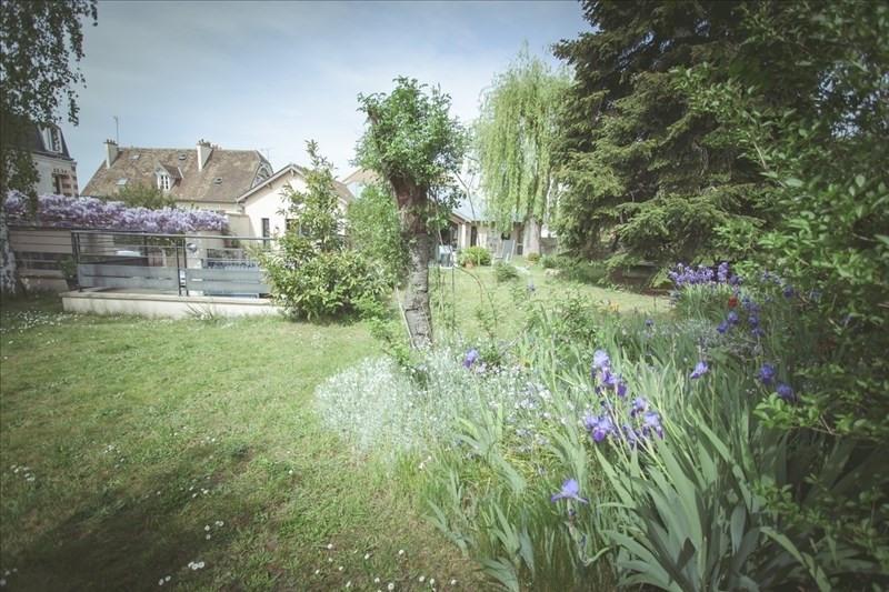 Deluxe sale house / villa Noisy le roi 950000€ - Picture 2