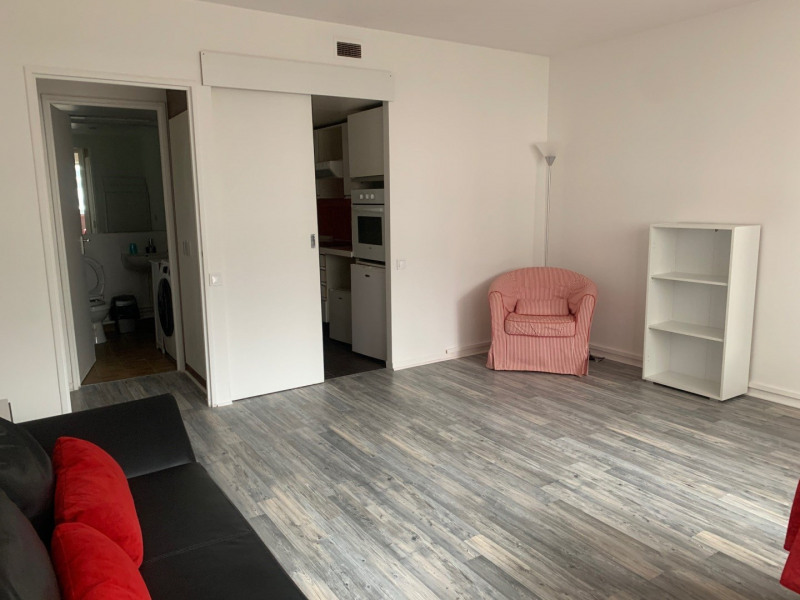 Location appartement Paris 15ème 1 215€ CC - Photo 2