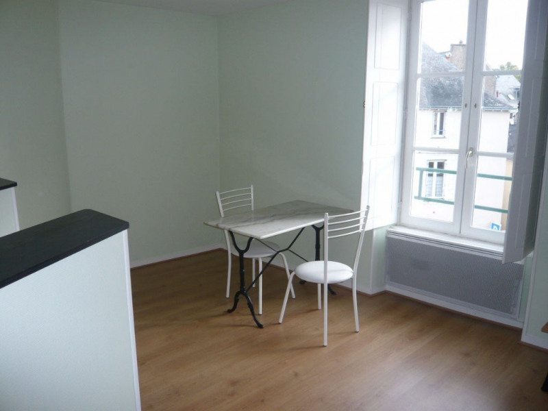 Rental apartment Laval 270€ CC - Picture 1