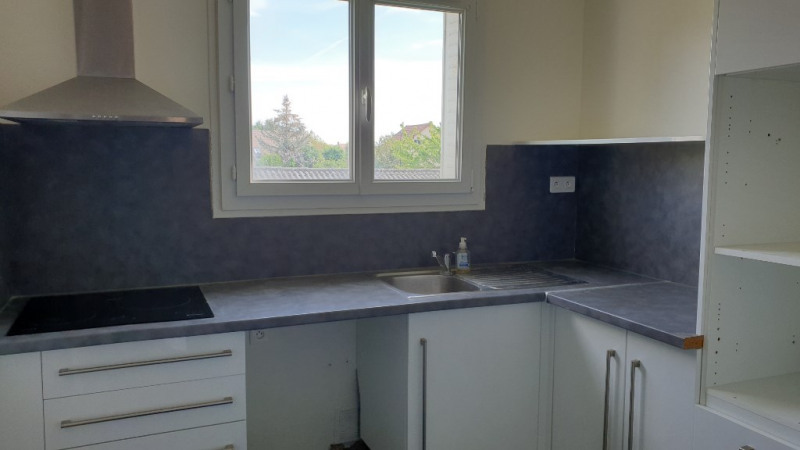 Rental apartment Montfort-l'amaury 1280€ CC - Picture 6