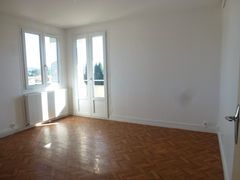 Rental apartment St uze 450€ CC - Picture 1