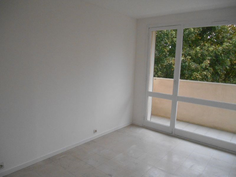 Rental apartment Saint quentin 510€ CC - Picture 2