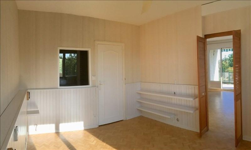 Rental apartment Charbonnieres les bains 800€ CC - Picture 8