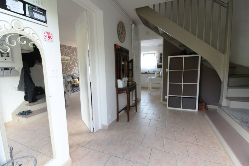 Sale house / villa Maurepas 325000€ - Picture 4