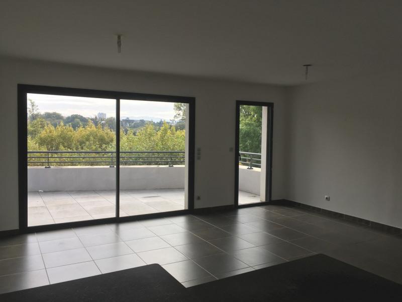 Location appartement Guilherand-granges 933€ CC - Photo 2
