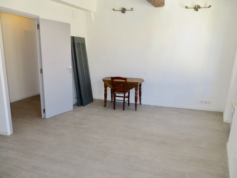 Rental apartment Le beausset 685€ CC - Picture 3