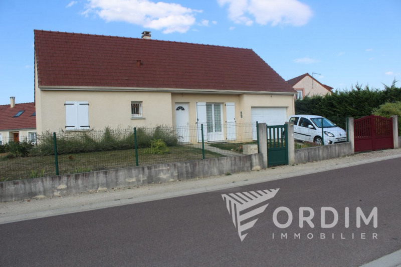Location maison / villa Villefargeau 799€ CC - Photo 1