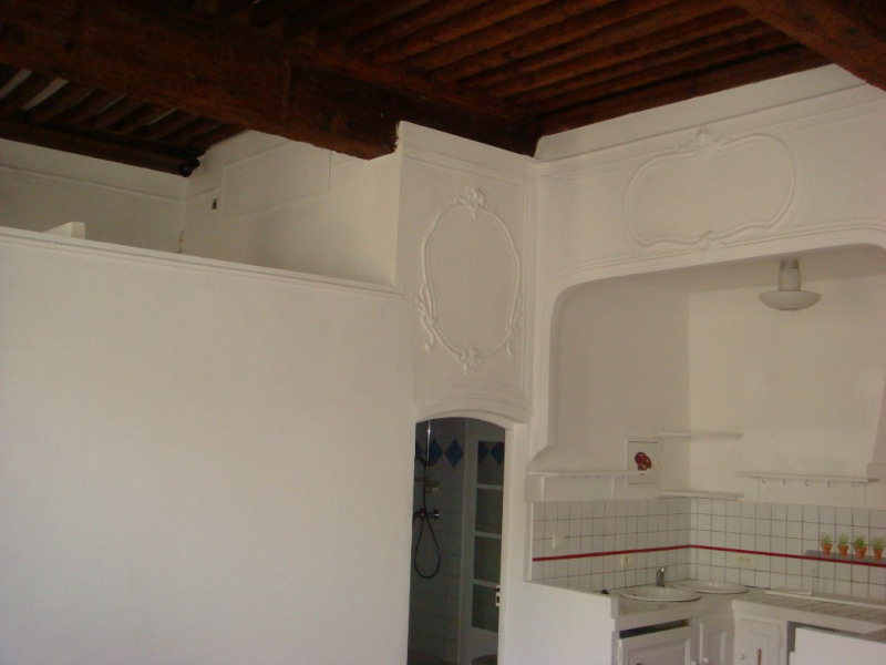 Rental apartment Lambesc 530€ CC - Picture 2